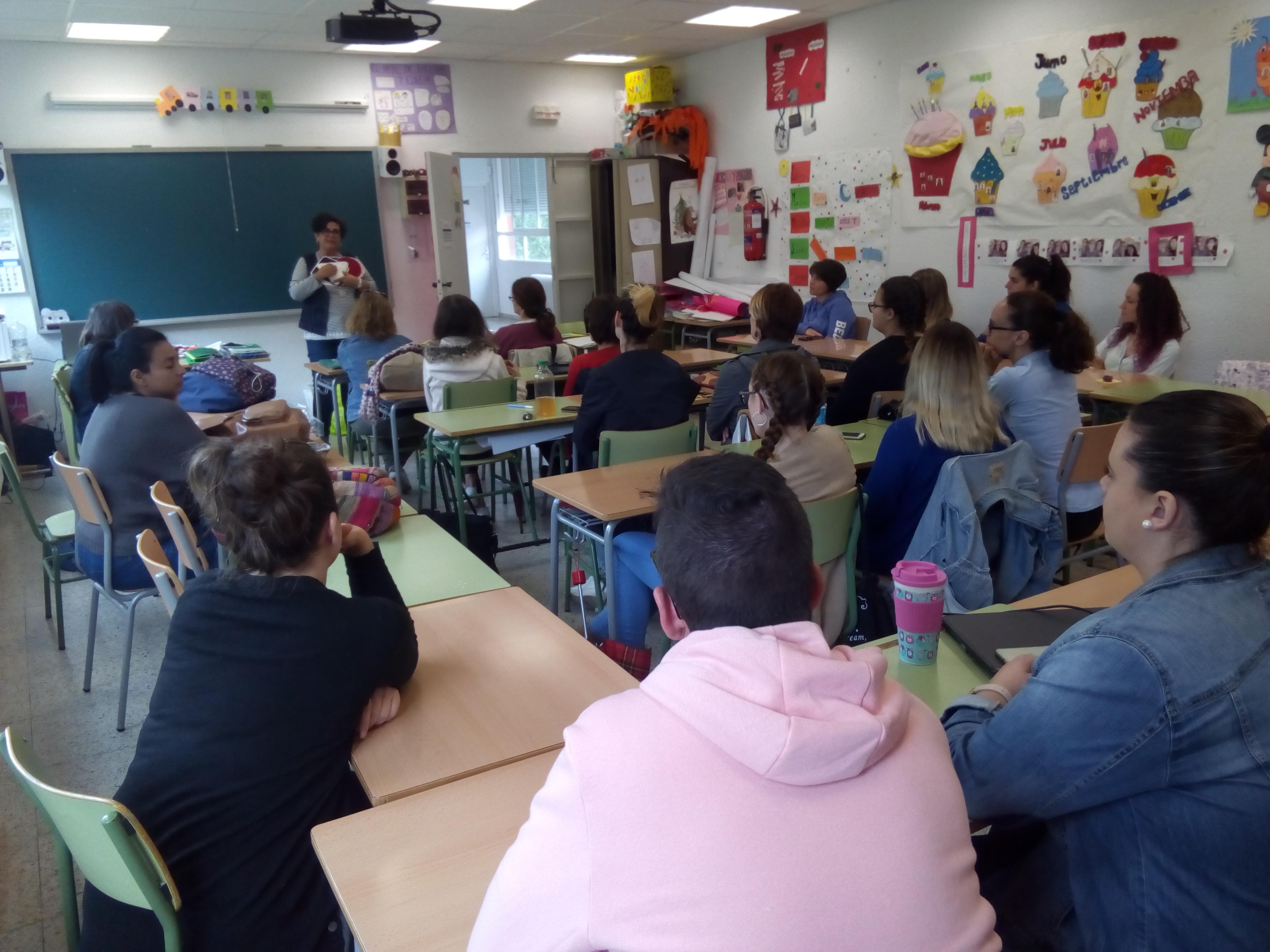 Charla sobre la atención a niños con diversidad funcional visual en los centros educativos